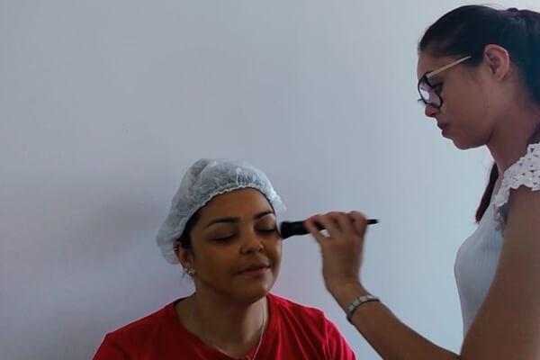 Hospital SF promove dia de maquiagem para mês da mulher - SPJ